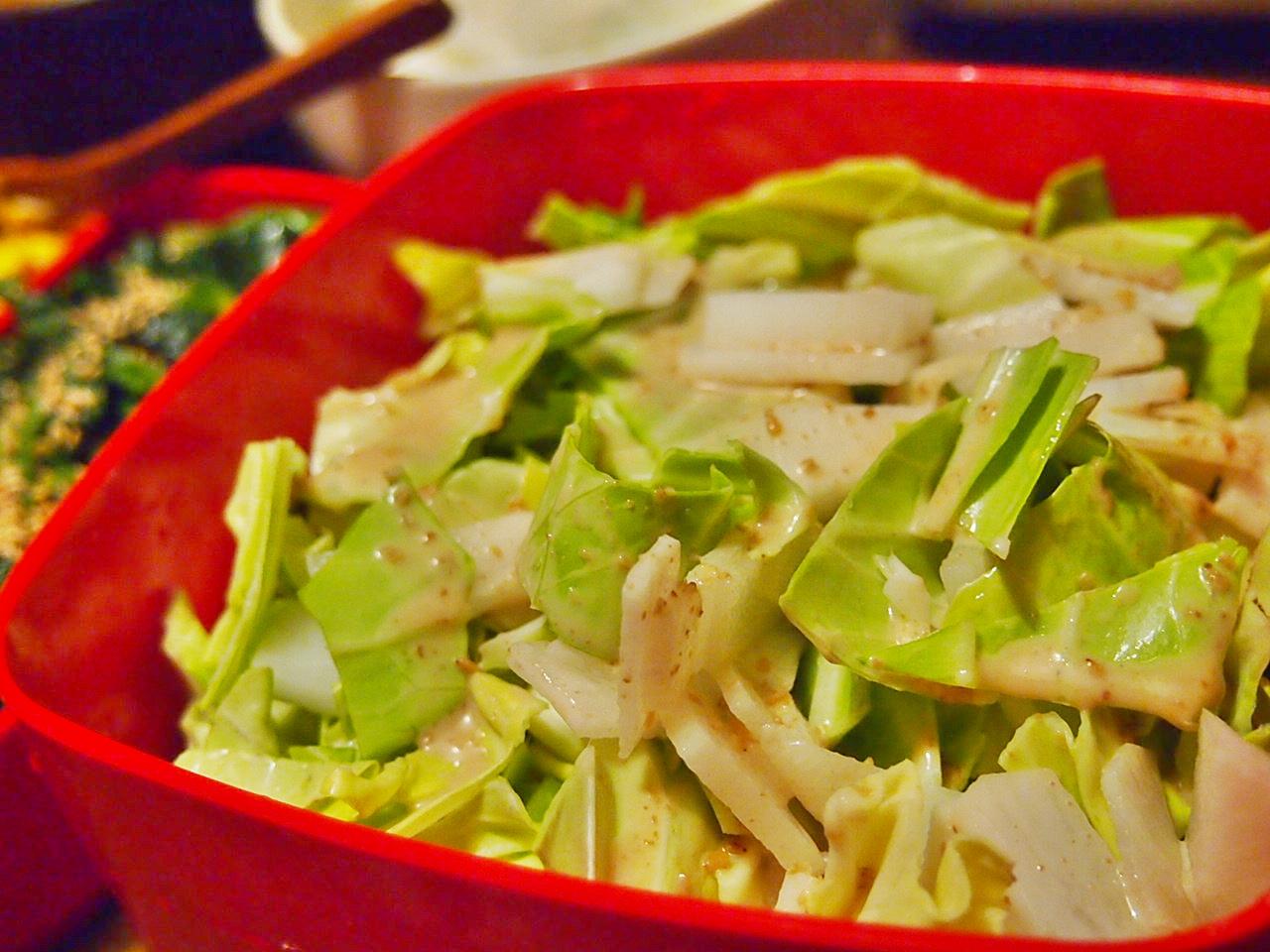 キャベツゴマドレッシングサラダ