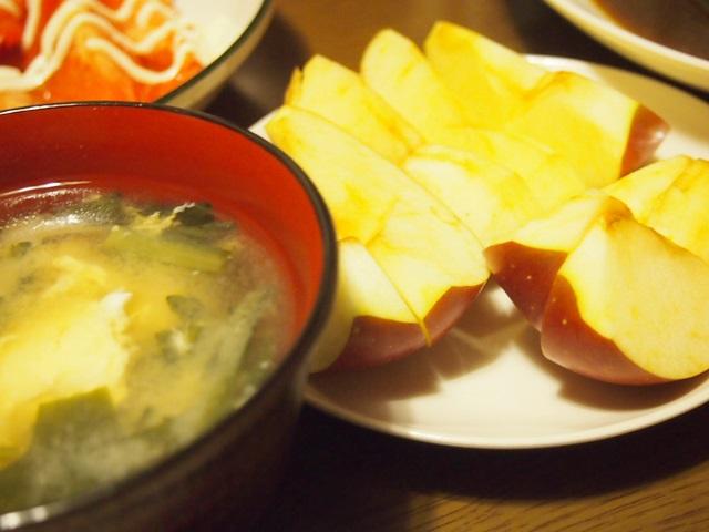 イワシの煮付け 味噌汁 りんご