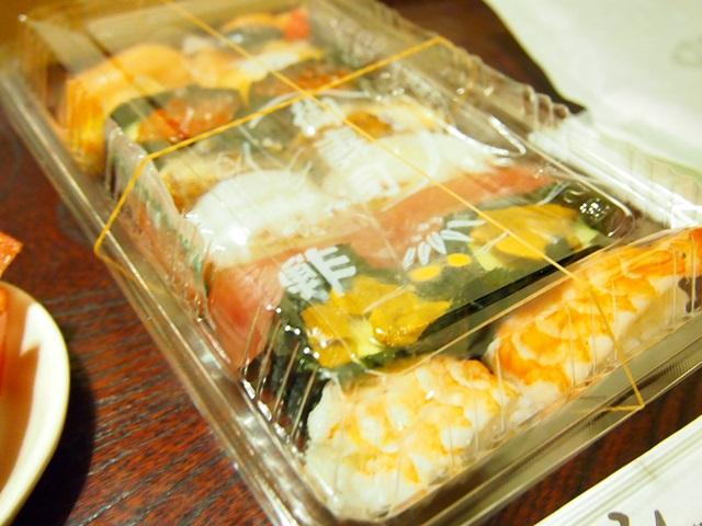 回転寿司屋の寿司
