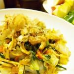【食】焼きそば、水菜のサラダ